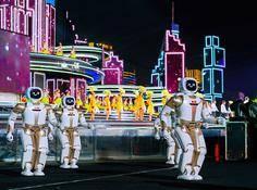 春晚机器人Walker:台上10秒钟,台下1200多个小时