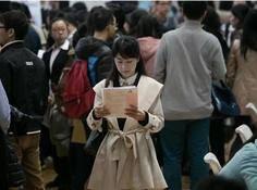 疫情后招聘需求缩减22%,超7成AI岗位要求硕博学历
