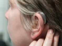 听!具备深度学习能力的助听器是怎么工作的?