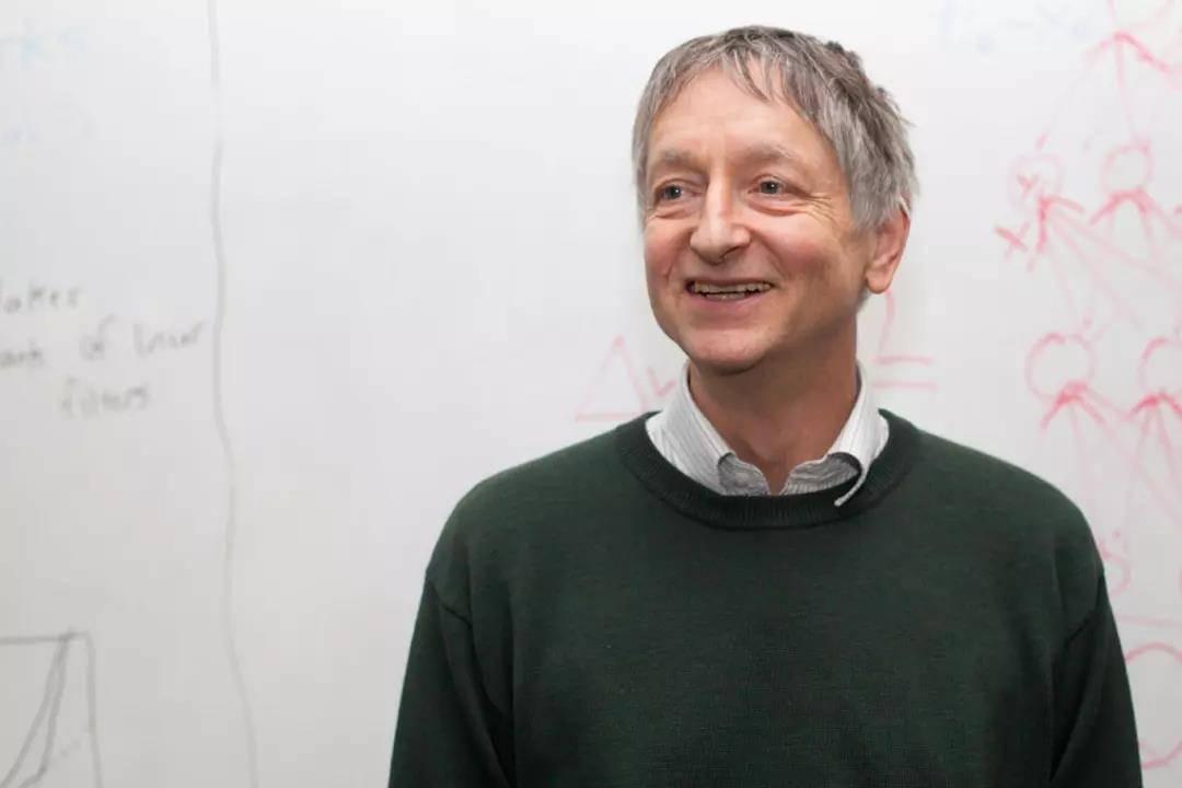 AI教父Geoff Hinton和深度学习的40年