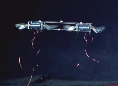 翻滚跳跃、集群飞行,MIT开发新一代类昆虫无人机,还能承受人为撞击