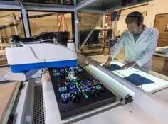 耐克工厂里的这些机器人,如何利用静电加速组装流程?
