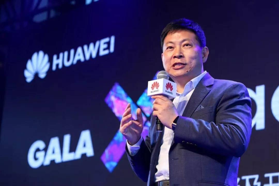 在首届全球伙伴开发者大会上,余承东宣布了华为「全场景生态战略」
