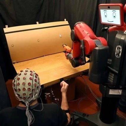 MIT脑控机器人再升级:脑信号+肌肉信号,轻松控制机器人动作